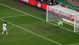 Dante fallando su penalti contra Neuer