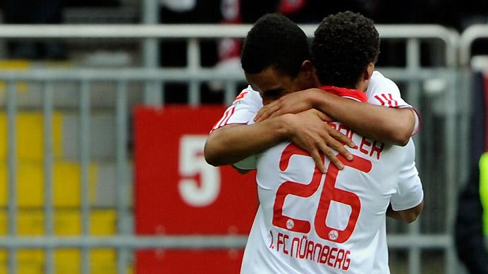 Didavi celebra con Chandler el gol de la permanencia del Nürnberg
