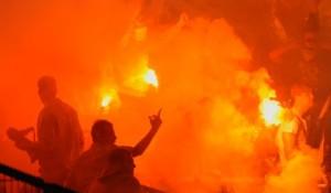 Caos en el ESPRIT Arena en el partido de Relegation