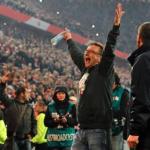 Norbert Meier celebrando el ascenso del Fortuna