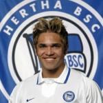 Alex Alves presentado con el Hertha