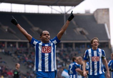 Ronny celebra su gol 14. vs Bochum