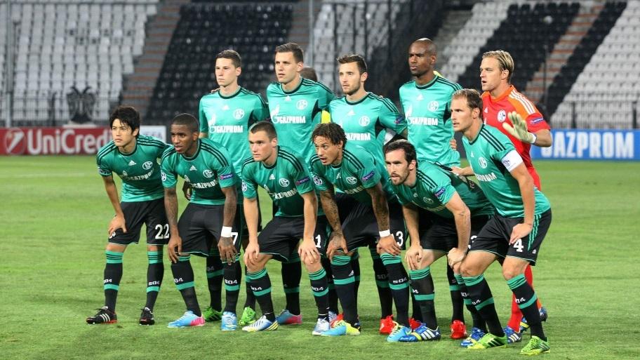 Once inicial del Schalke 04: (de izq. a der.) Arriba: Draxler, Szalai, Höger, Santana, Hildebrand. Abajo: Uchida, Farfán, Clemens, Jones, Fuchs y Höwedes. Foto: Schalke 04
