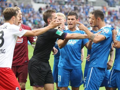 Mucha intensidad, poco juego. Esta es la postal del partido vibrante que brindaron Hoffenheim y SC Freiburg. Foto: Bild.com
