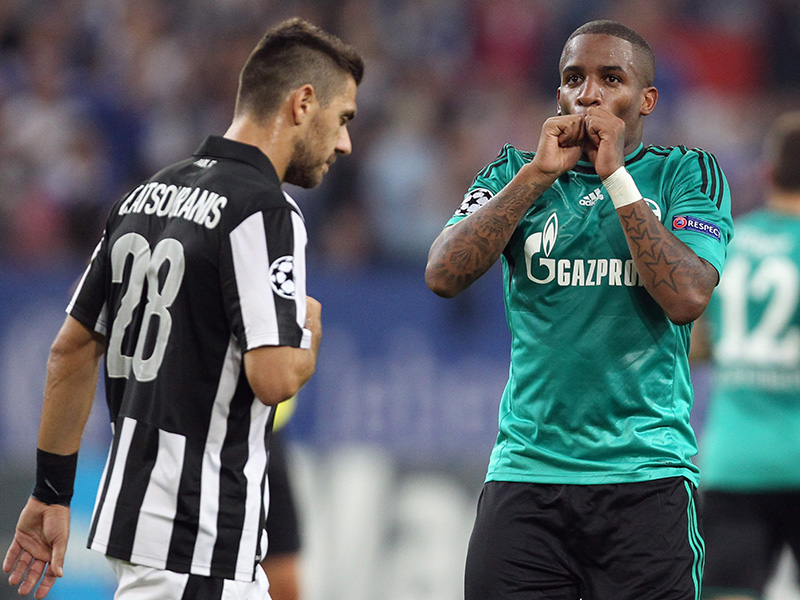 Jefferson Farfán celebra sy gol para el Schalke en la ida de las eliminatorias ante el PAOK. Foto: Schalke04