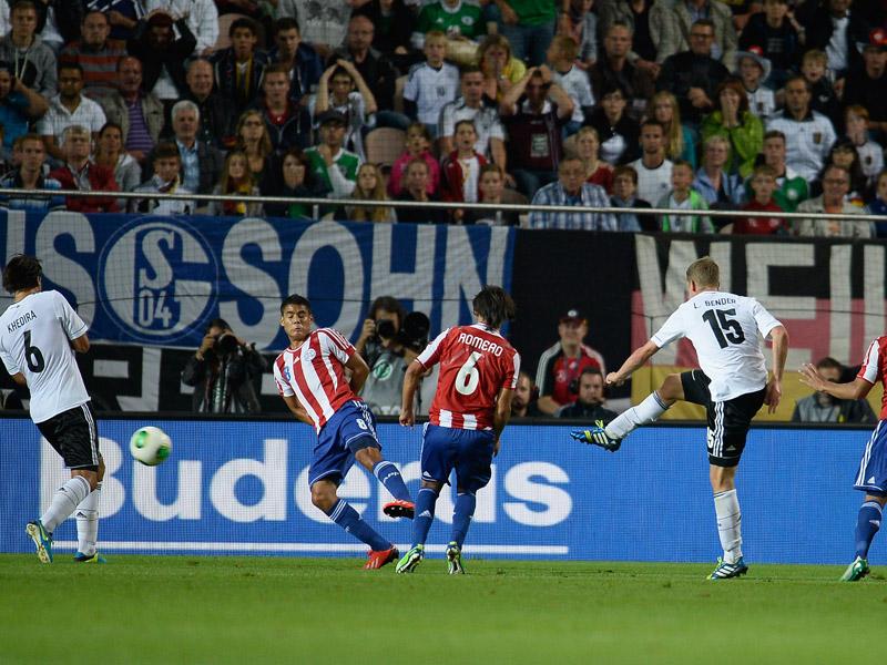 Lars Bender arma el disparo con el que marca el definitivo empate a tres. Foto: Getty Images.