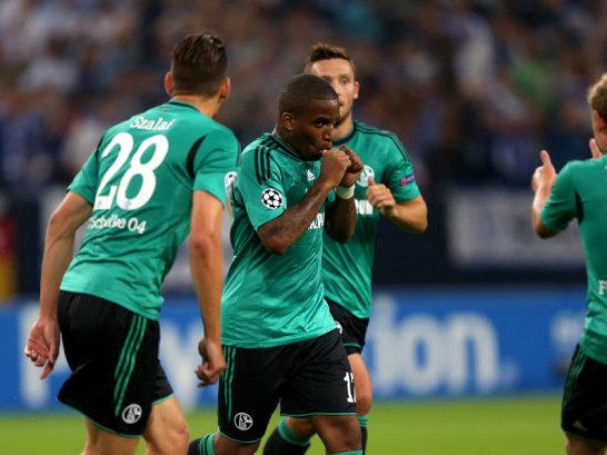 Farfán celebra su gol, que adelantaba al Schalke en la eliminatoria. Foto: Kicker