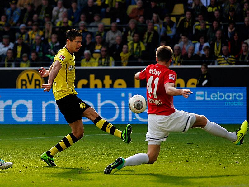 Lewandowski en plena ejecución del remate que marcaría el 3-0. Foto: sport1.de /getty
