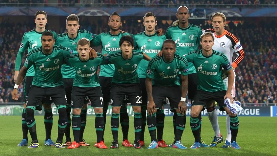 Once inicial del Schalke 04 ante el FC Basel. De izq. a der. (fila arriba): Draxler, Neustädter, Aogo, Höger. Santana, Hildebrand. (fila abajo): Boateng, Meyer, Uchida, Farfán y Höwedes.