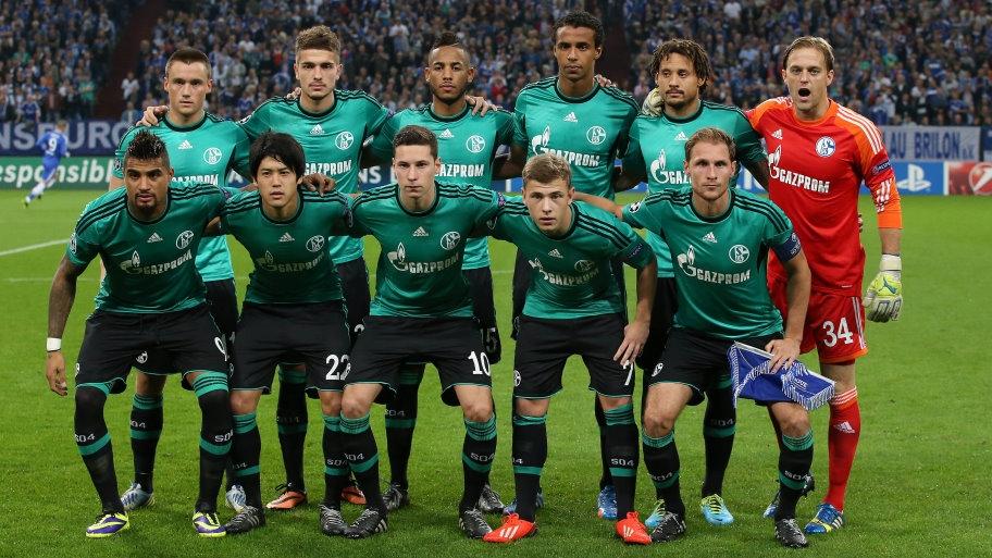 XI Schalke 04: De izq. a der. (Fila arriba): Clemens, Neustädter, Aogo, Matip, Jones, Hildebrand. (Fila abajo): Boateng, Uchida, Draxler, Meyer, Höwedes (C). Foto: Schalke 04.