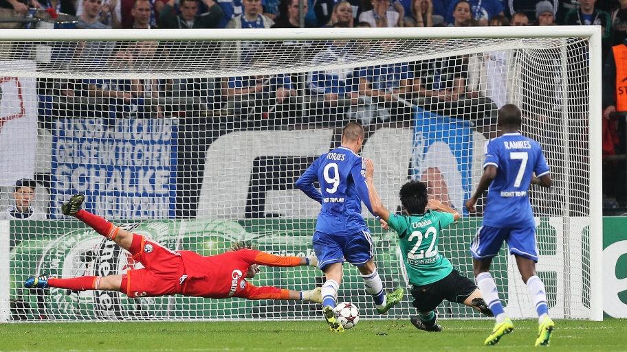 Tras el quiebro a Hildebrand, Torres establece el 0-2 en el marcador para el Chelsea. Foto: Schalke 04.