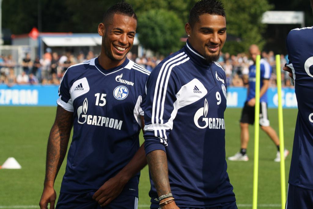 Dennis Aogo (izq.) y Kevin-Prince Boateng (der.) durante un entrenamiento con el Schalke 04. Foto: Westline.de