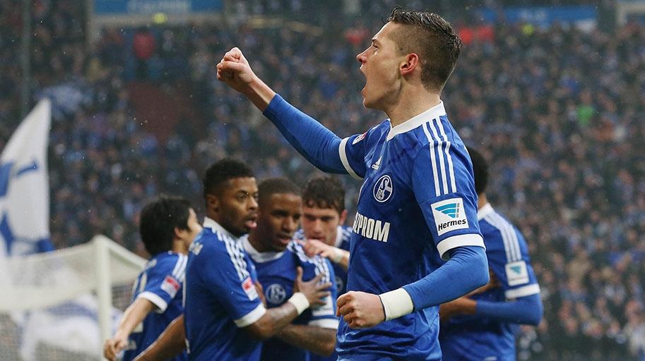 Julian Draxler celebra su gol marcado en el último derby disputado entre ambos equipos, en marzo de este año. Foto: Schalke 04.