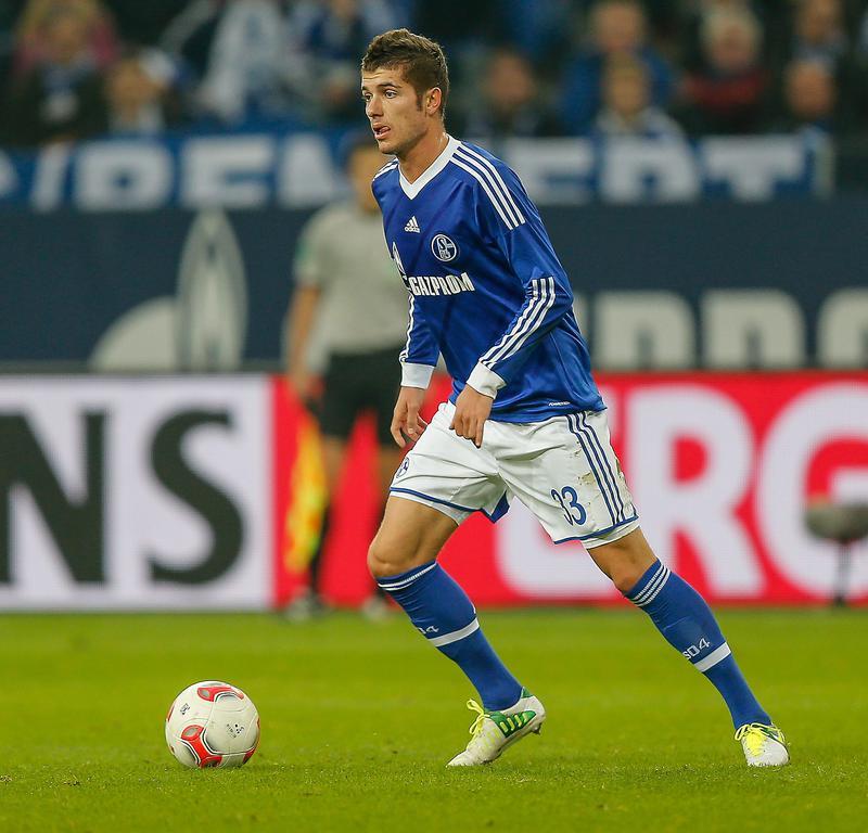 Roman Neustädter podría irse este mismo invierno del Schalke e incluso obtener el pasaporte ruso, pero también es posible que se vaya en verano.