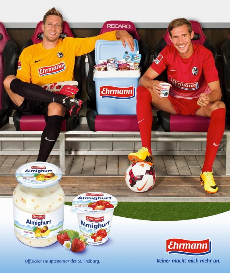 Publicidad de la marca en la que intervienen los jugadores del SC Oliver Baumann (izquierda) y Julian Schuster (derecha). Foto: Freiburg official facebook page.