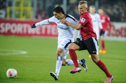 Imagen del último enfrentamiento entre los dos equipos en Freiburg. Foto: getty images / AFP