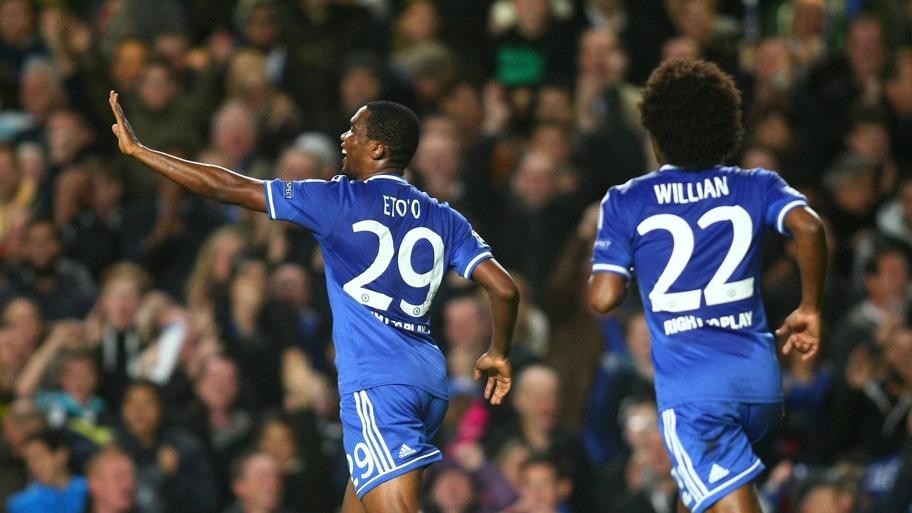 Eto'o celebra con Willian a sus espaldas, el primer tanto del Chelsea. Foto: Firo Sportphoto