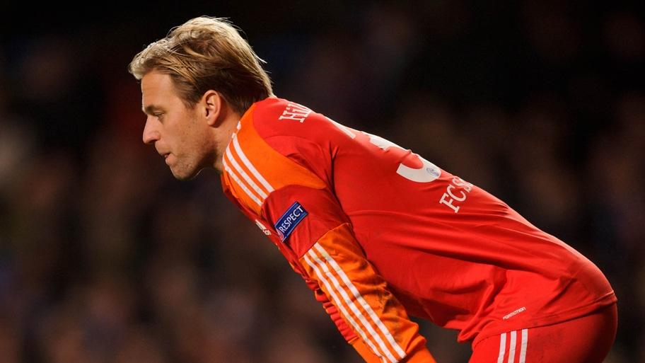 Timo Hildebrand, cabizbajo, ante lo que estaba siendo una nueva derrota del Schalke en esta fase de grupos de Champions League. Foto: Firo Sportphoto