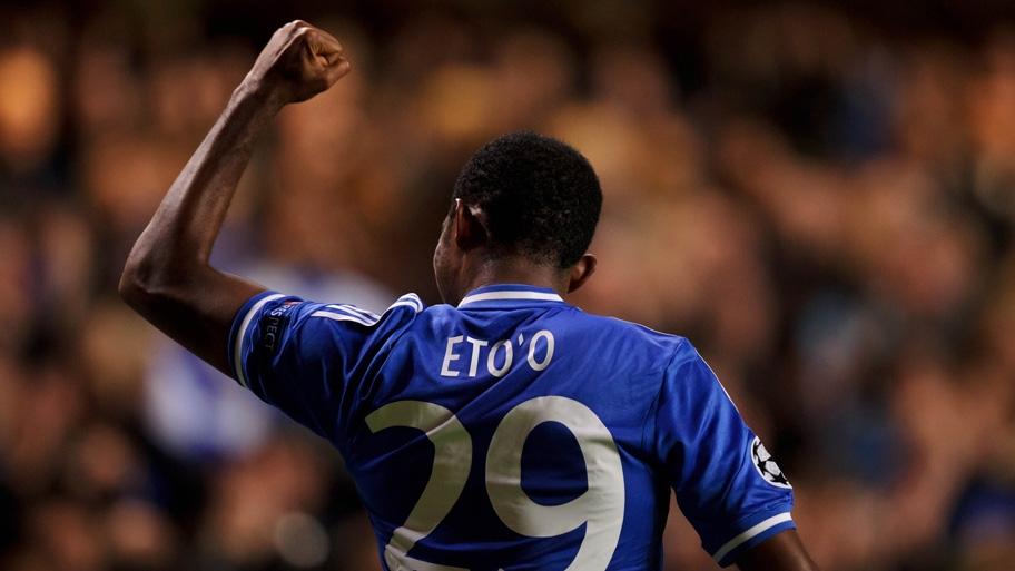 Eto'o celebra su segundo tanto personal y el segundo en la noche para el Chelsea. Foto: Firo Sportphoto