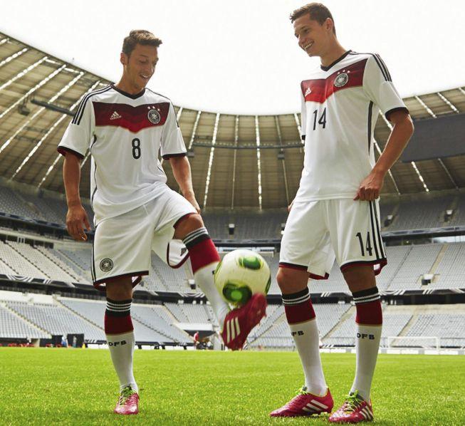 Özil y Draxler presentación nueva camiseta Alemania