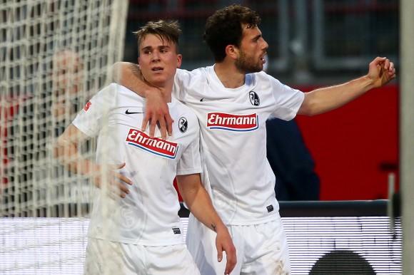 Klaus y Mehmedi celebran el primer gol del SC. Fuente: welt.de / Foto: AP