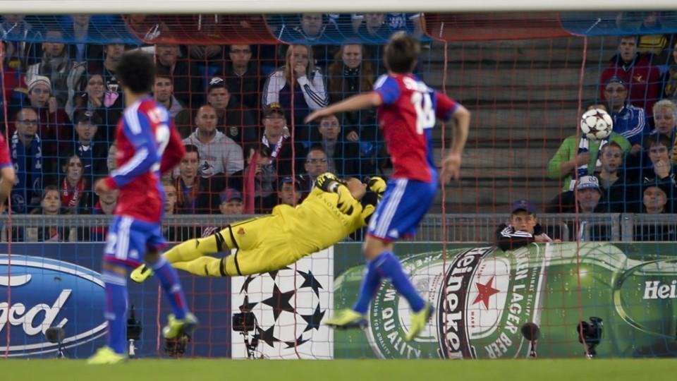 A pesar de la estirada, Yann Sommer no podía evitar la derrota en la ida (0-1) tras el golazo de Draxler. Foto: UEFA