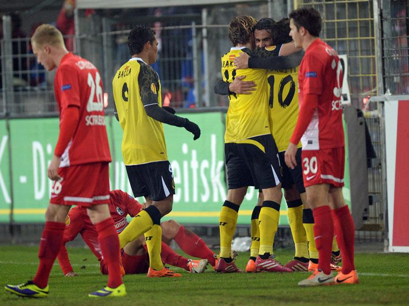 Iborra celebra con sus compañeros el primer gol del partido. Fuente: kicker.de // foto: getty images