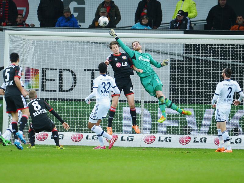 Ralf Fährmann volvió a ser clave en la victoria minera ante el Leverkusen. Foto: Alliance Pictures.