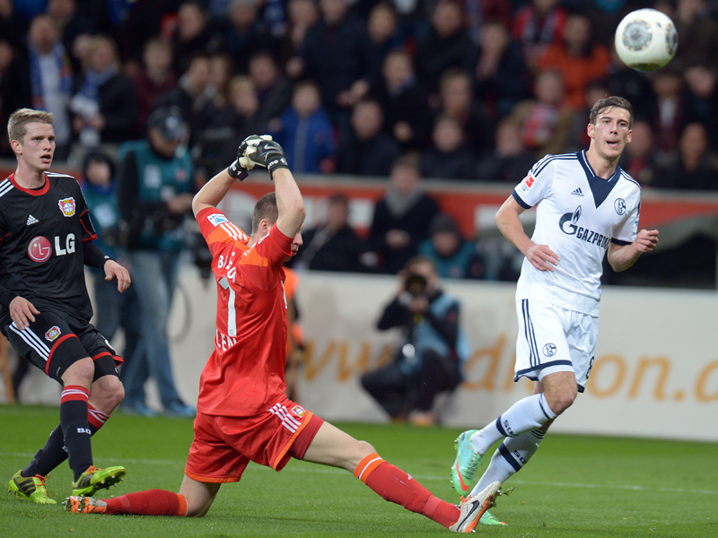 Goretzka no titubearía para batir con un toque maestral a Leno y adelantar al Schalke en el BayArena. Foto: Alliance Pictures.