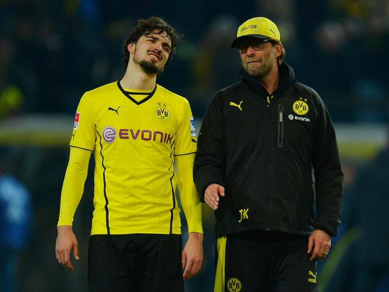 Matts Hummels (izq.) y Jürgen Klopp (der.), al término de un encuentro en el que el Dortmund mereció la victoria. Foto: Getty Images.
