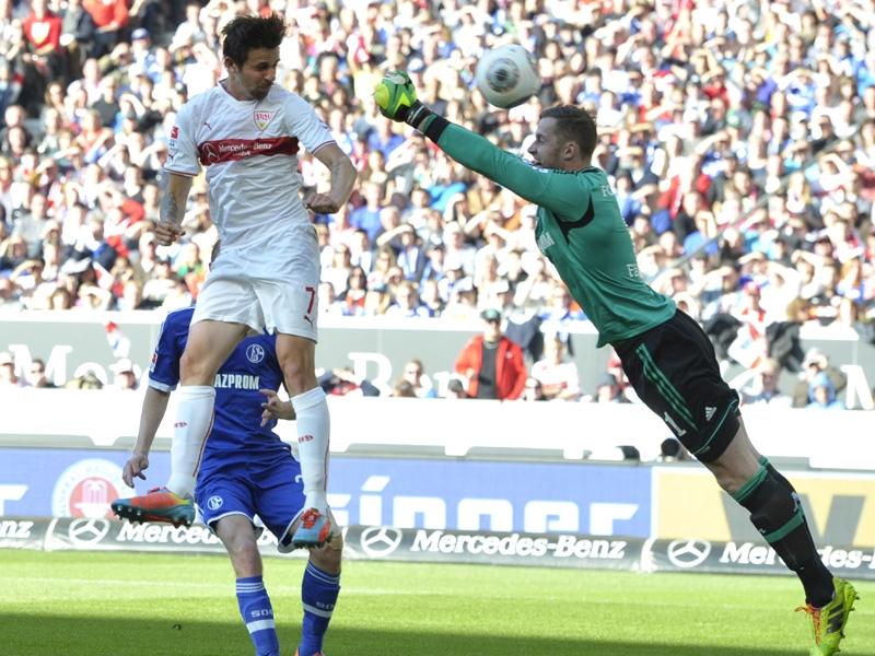 Harnik supera a Fährmann para inaugurar el marcador en el Mercedes Benz Arena.