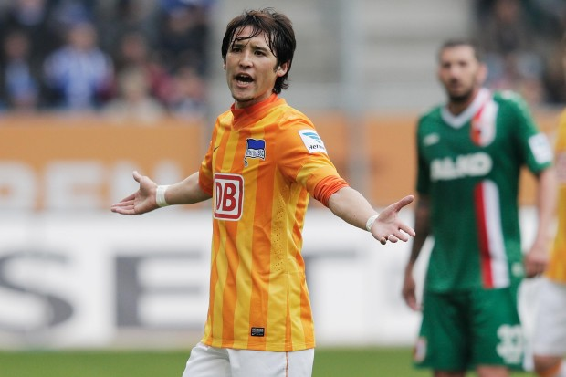 Hosogai en el Augsburg vs Hertha. Bongarts/Getty Images