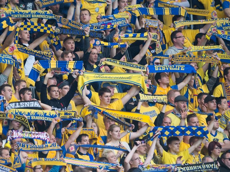 Tras certificar el descenso en la última jornada, la afición del Braunschweig agradecería al club el enorme esfuerzo llevado a cabo a lo largo del año. Foto: Getty Images.