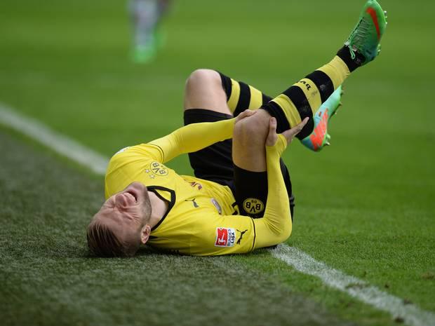 Como si de una maldición se tratara, las lesiones llegarían a lo largo de la temporada a Dortmund sin contemplación alguna. Foto: Getty Images.