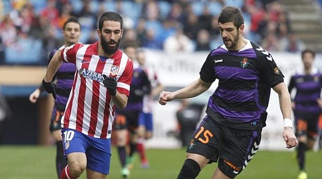 Mitrovic (derecha) en un partido contra el Atlético de Madrid. foto: marca.com
