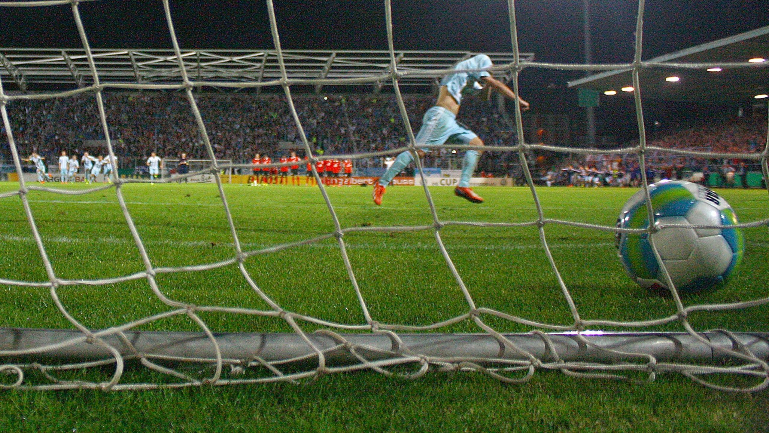 Anton Fink sería el encargado de marcar el decisivo 6-5 en la tanda de penaltis en la que el Chemnitzer FC daba la campanada ante el Mainz 05 en la DFB-Pokal. Foto: Getty Images.