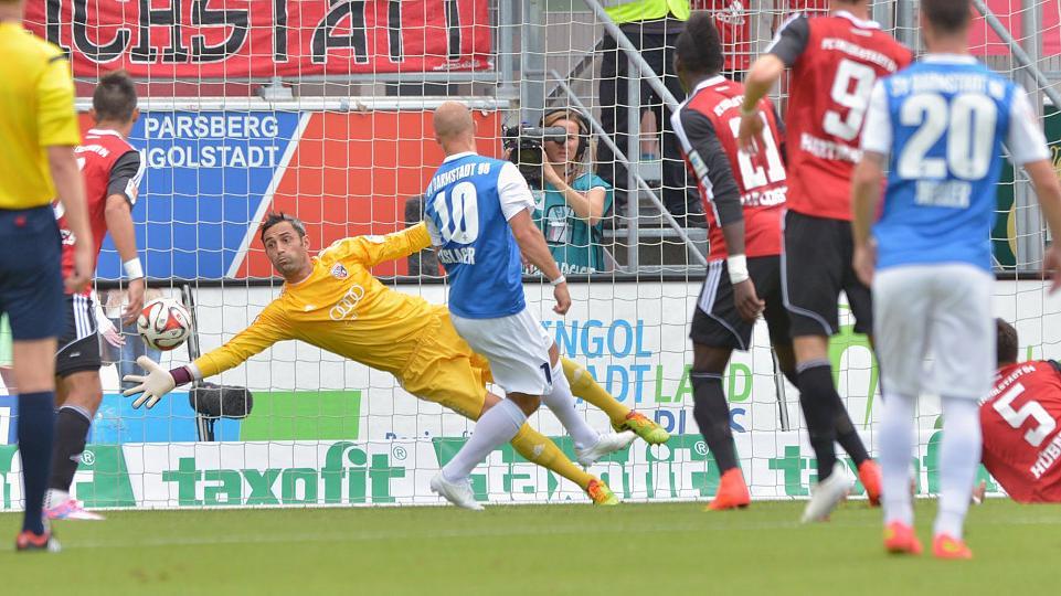 Las actuaciones de Özcan en la portería del Ingolstadt le mantienen como el portero menos goleado de la categoría. Foto: dpa.