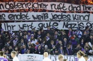 Una de las banderas que despertaron polémica en el fútbol alemán. Foto: sport1.de//imago