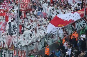 El grupo 'Boyz' en las gradas del Borussia Park. Foto: www.fc-koeln.de