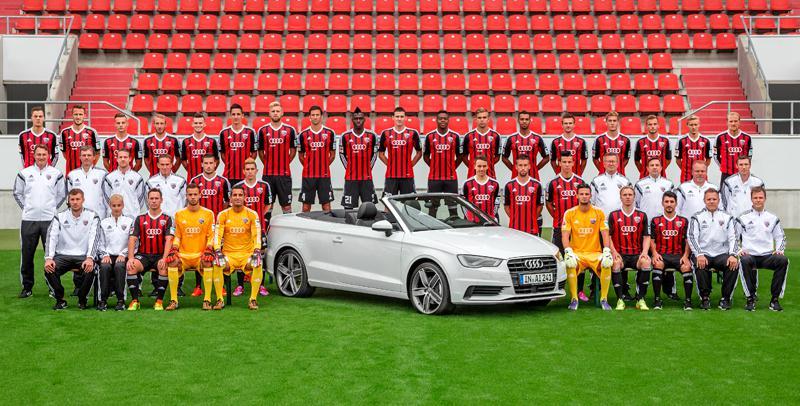 Toda la plantilla de la actual temporada y el patrocinante del club, Audi. Foto: www.fcingolstadt.de
