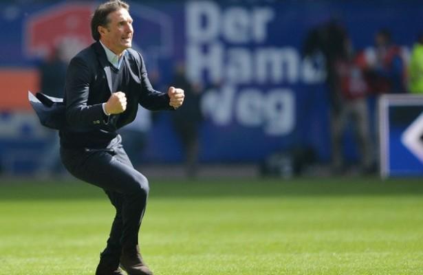 Bruno Labbadia celebró como un título la victoria del HSV, pero tendrá que pasar la Relegation contra su ex-equipo para celebrar de verdad. (Imagen: sportsmole.co.uk)