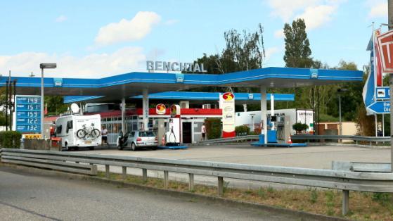 La estación de servicio Renchal fue el lugar de la repudiable escena. Foto: BILD