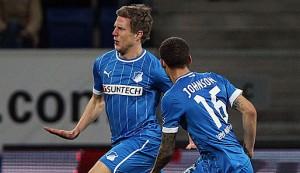 Sven Schipplock (izquierda) celebrando un gol junto a su excompañero Fabian Johnson (derecha). Imagen procedente de: spox.com