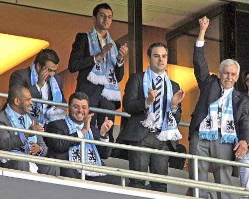 Hasan Ismaik (3° desde la izquierda en la foto) ha revelado un proyecto para que el 1860 München tenga su propio estadio. El plan ya está en marcha. Imagen Fuente: sport1.de