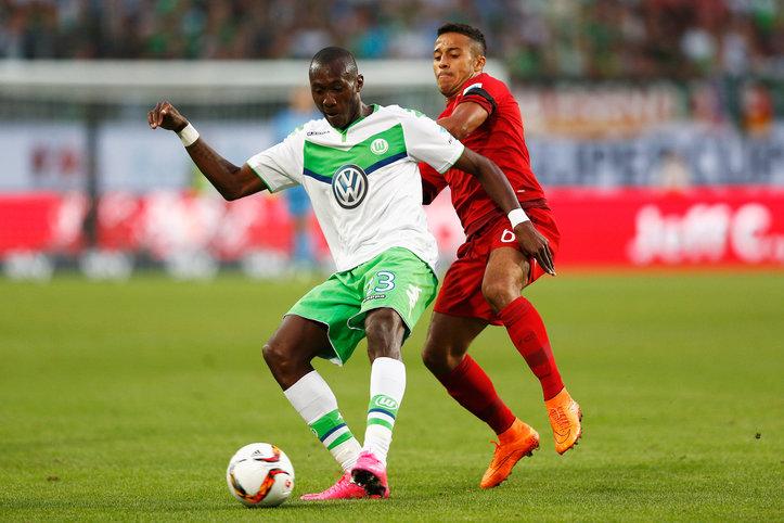 Un primer tiempo sin goles y con opciones de ambos lados dejaba abierto el partido en el Volkswagen Arena de Wolfsburg. Imagen Fuente:sport1.de