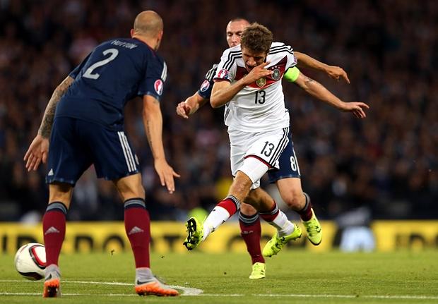 A pesar de los goles de Müller, Alemania no pudo irse al descanso ganando en Glasgow gracias a la efectividad escocesa. Fuente Imagen: theguardian.com