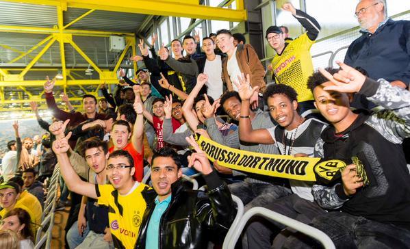 Para el partido de Europa League ante el Odd Grenland noruego, el Borussia Dortmund invitó al choque a 220 inmigrantes. Foto: bvb.de