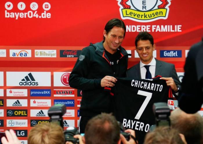Javier Hernández en su presentación oficial con el Bayer 04. Imagen: www.sipse.com