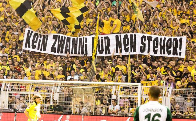 Las pancartas en contra de los aumentos del fútbol alemán. Imagen: www.epochtimes.de