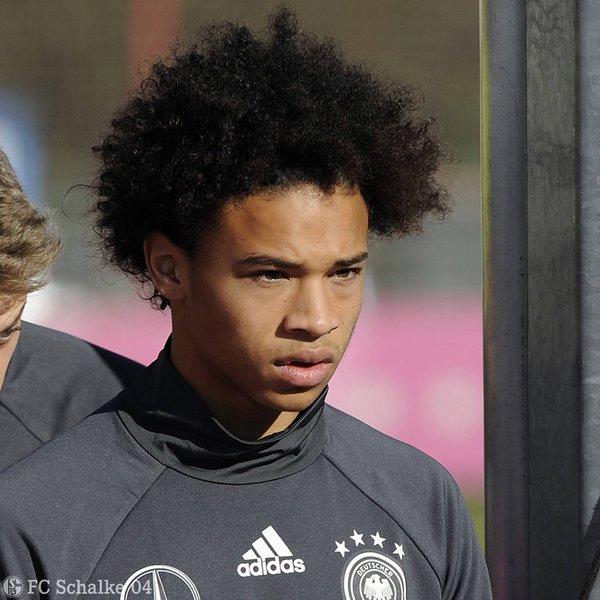 La meteórica carrera de Sané parece no parar de subir como la espuma. Su convocatoria a la mayor alemana no hace más que ratificar su buen momento. Foto: Twitter oficial del Schalke 04.